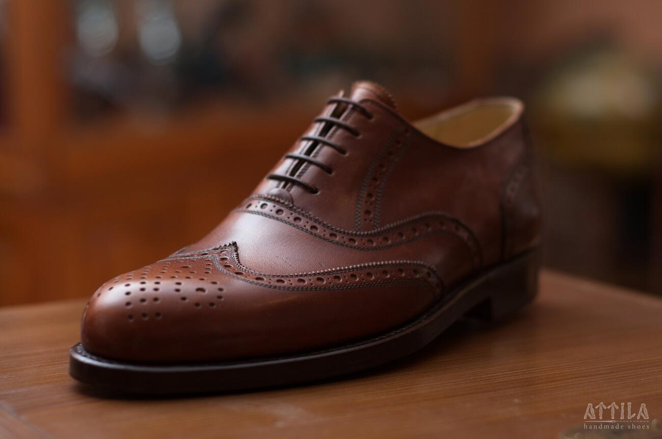 9. Oxford full brogue brown