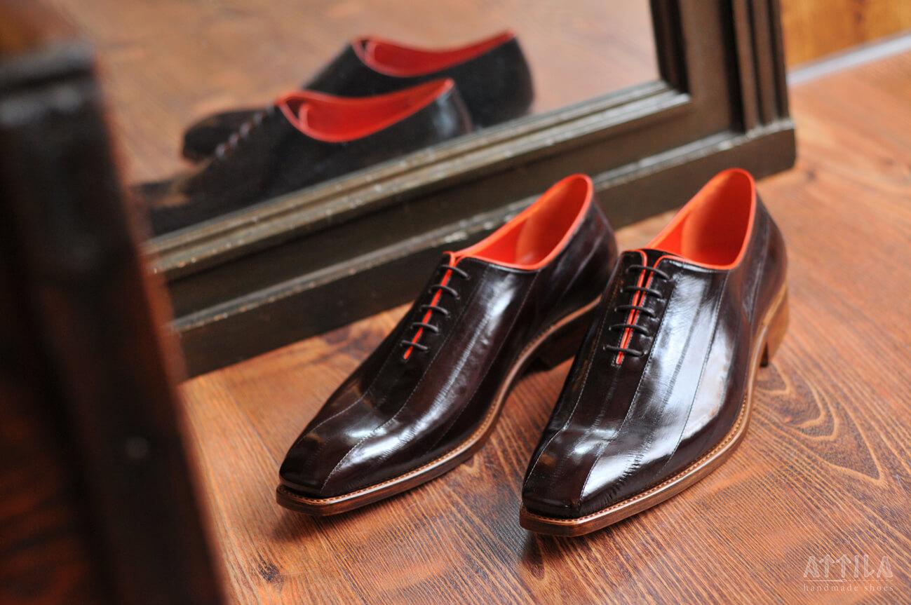 12. Eel dark brown shoes