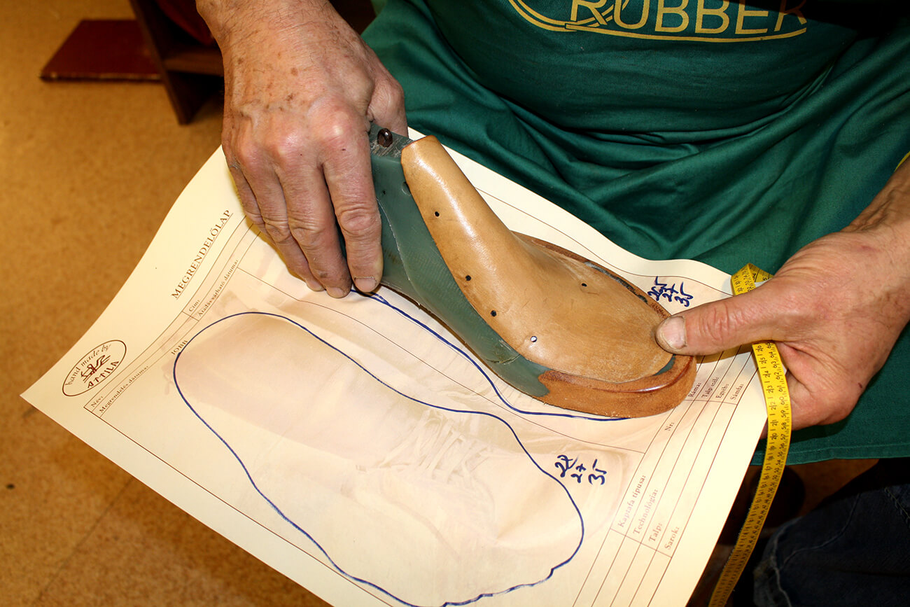 2. Kaptafa kialakítása, a láb paraméterei és a megrendelő igényei alapján / Design of a last, based on the parameters of the foot and the customer's needs